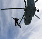 прыжки с парашютом фото — Стоковое фото