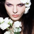 Beauty woman glamour portrait, makeup presentation, white flowers, fashion — Stock Photo