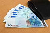 Euro, avrupa para, banknot ve cüzdan masada — Stok fotoğraf
