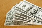Nos dólares, billetes sobre la mesa — Foto de Stock