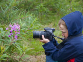 The little boy is photographing nature. — Stock Photo