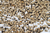 Background. A woodpile of dry fire wood in the winter. — 图库照片