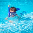 A little boy in a pool with a swimming mask and snorkel — Stock Photo