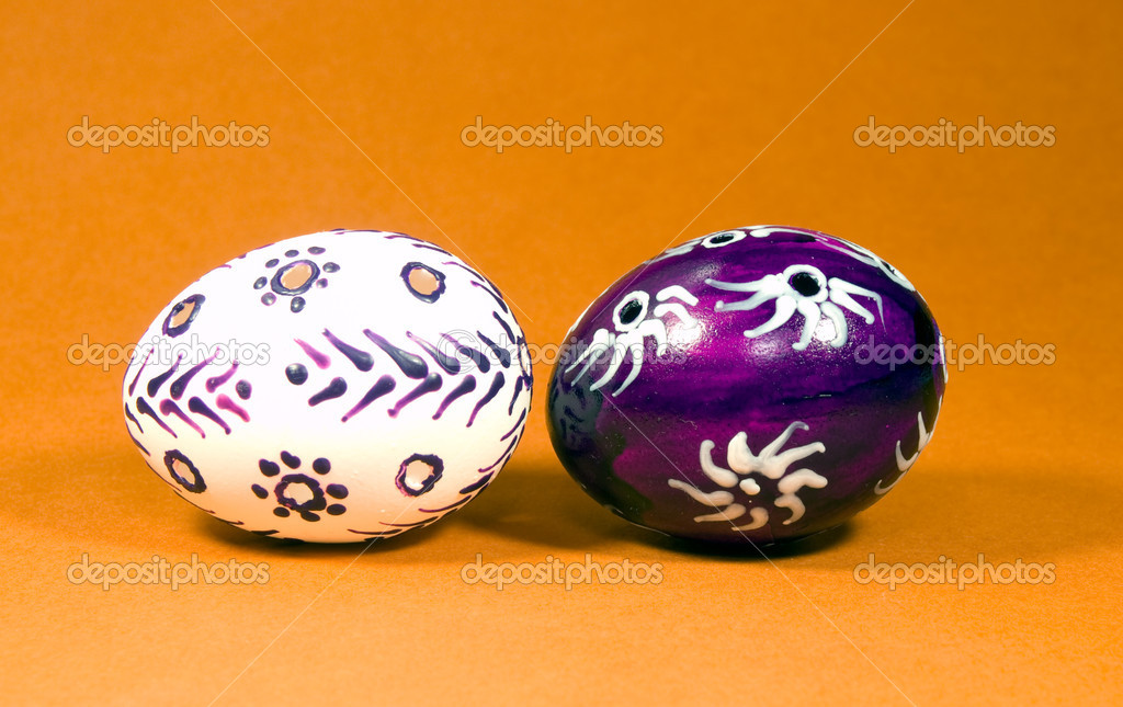 Eastetn eggs painted by beeswax — Stock Photo #8605130