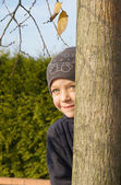Girl playing hide-and-seek — Stock Photo