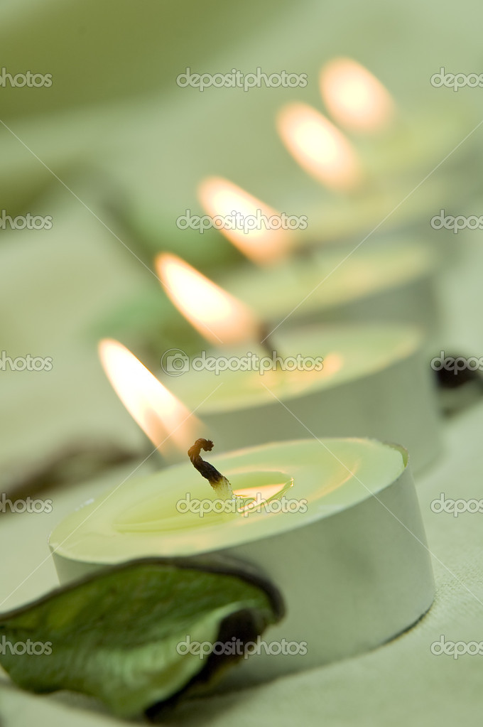 Vertical photo of green candle lights — Foto de Stock   #10102684