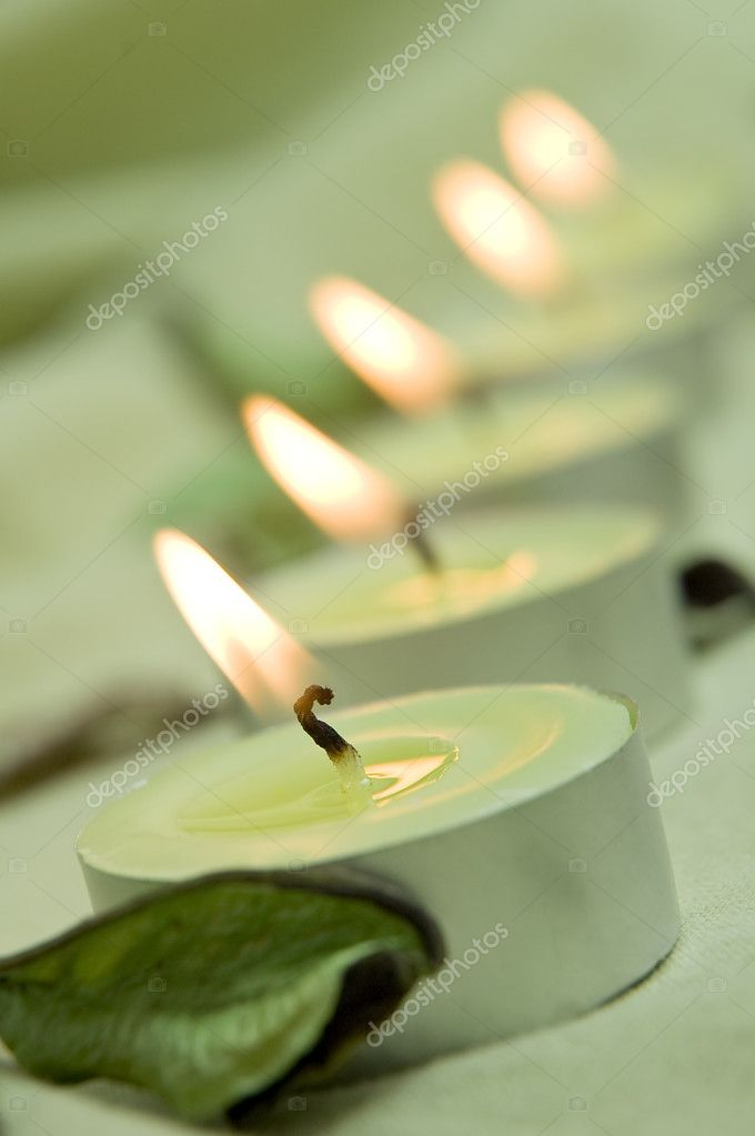 Vertical photo of green candle lights — Lizenzfreies Foto #10102684