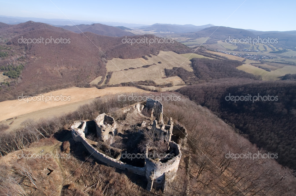 Old castle ruins in East  Slovakia, called Jasenov (slovak: Jasenovsky hrad) — Stock Photo #8499411