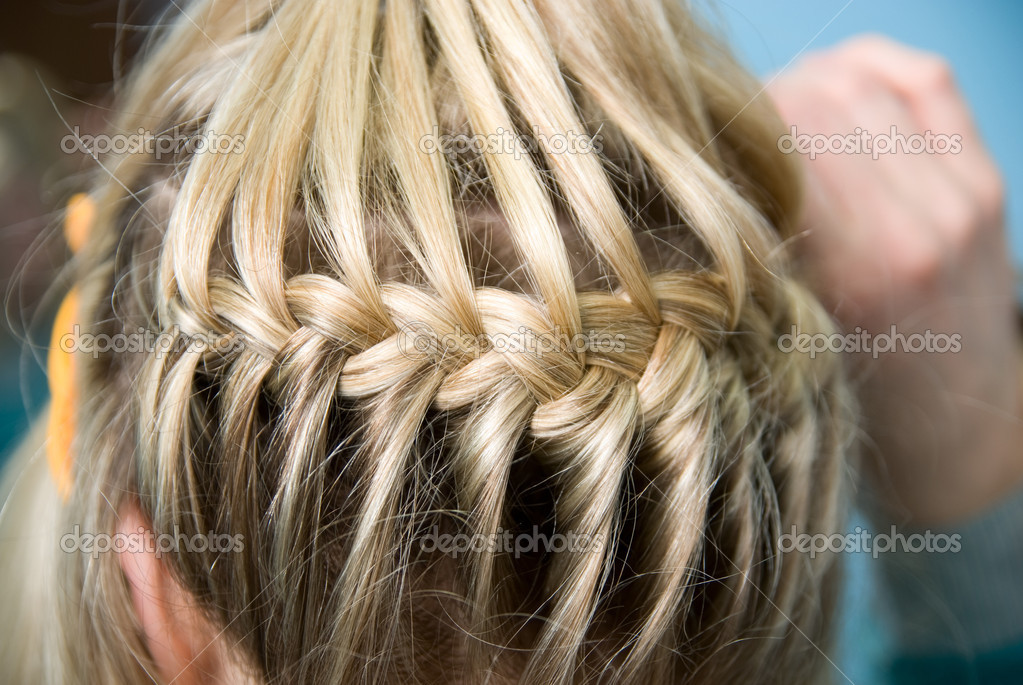 Hairdress a plait in salon — Stock Photo #10412336