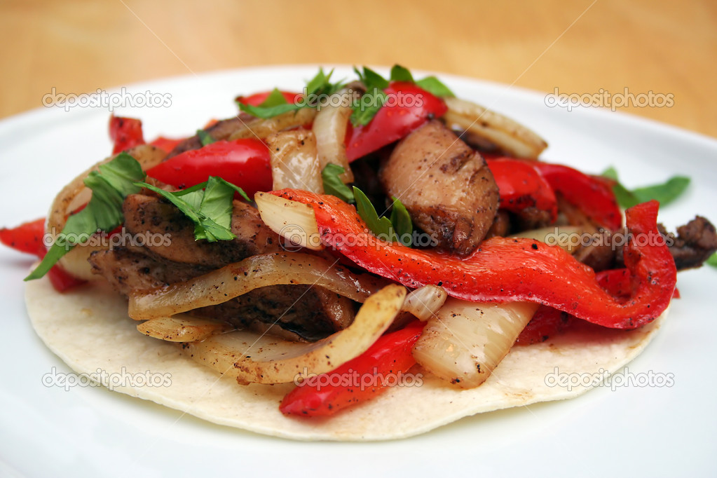 Skillet Chicken Fajita on a White Plate — Stock Photo #8407814