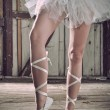 Beauty legs of ballerina standing in pointes - Stockfoto