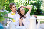 Sexy Paar im Garten — Stockfoto