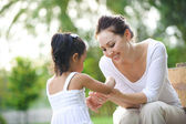 Asian Mum & daughter — Stock Photo
