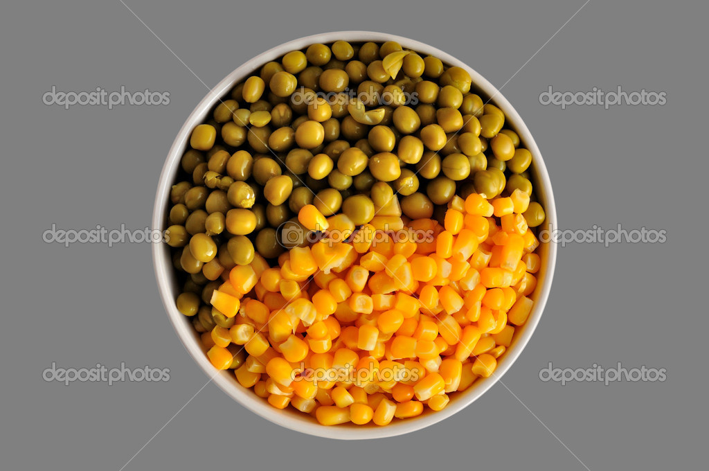 A plate with corn and peas, isolated, on a grey background — Stock Photo #8634583