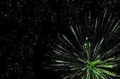 Зеленый праздничный фейерверк — Стоковое фото