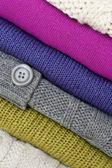Färgglada stickade tröjor — Stockfoto