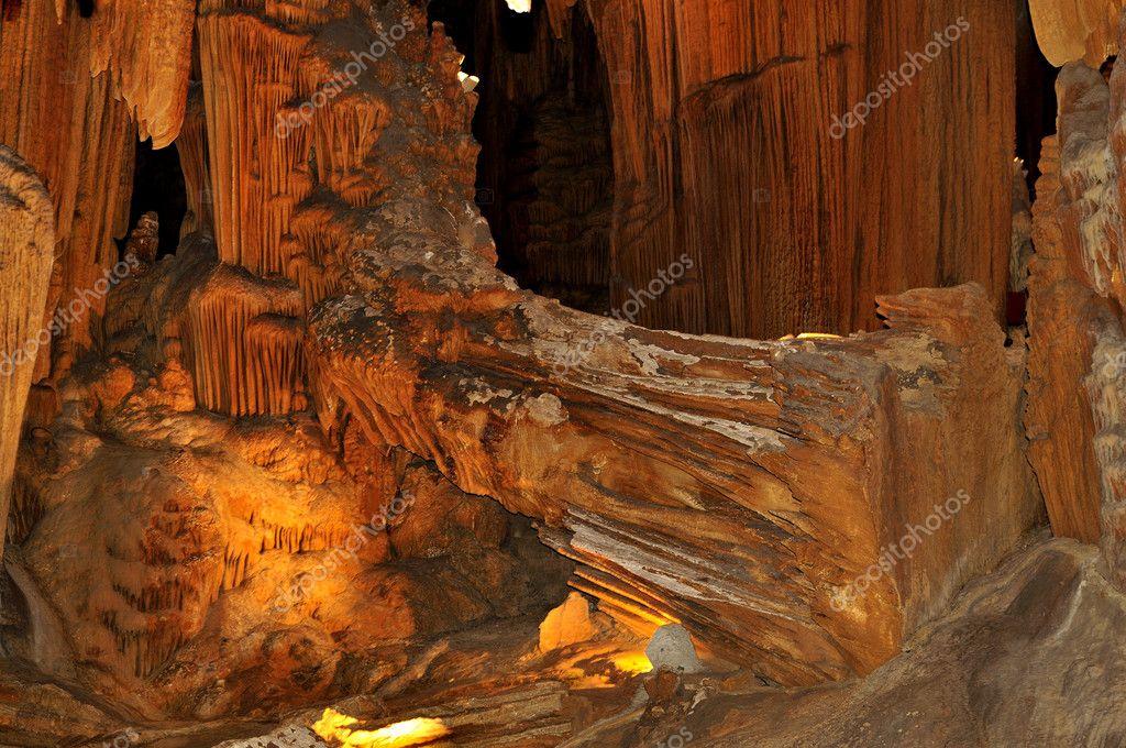 破碎的石头木头