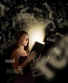 Woman Reading — Stock Photo