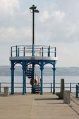 Muelle con la torre de observación. — Foto de Stock