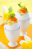 Scrambled egg with chives and red caviar — Stockfoto