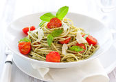 Spaghetti with pesto and tomato — Stok fotoğraf