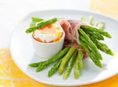 Asparagus ,egg and ham — Stock Photo