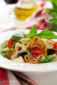 Heart-shaped pasta with vegetables — Stock fotografie