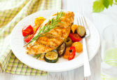 Chicken breast and vegetables — Stock Photo