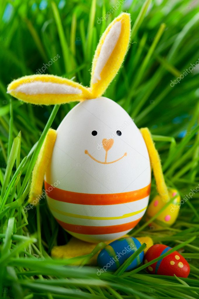 Easter rabbit and eggs on  grass — Stock Photo #8905044