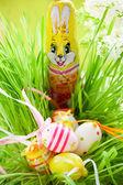 Conejo de Pascua con huevo — Foto de Stock