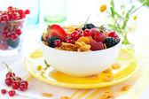 Cornflakes and berries — Stock Photo