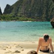Woman tanning on Maya Bay. Thailand — Stock Photo