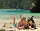 Couple on the Phi Phi islands — Stock Photo