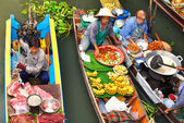 Floating markets in Damnoen Saduak, Thailand — Stock Photo