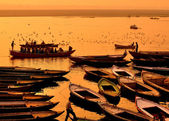 Varanasi tekneler — Stok fotoğraf