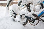 Bicicletas cubiertas de nieve — Foto de Stock
