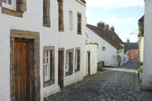 Medieval cobbled street in Culross, fife — Stock Photo