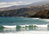 Strand met golven — Stockfoto