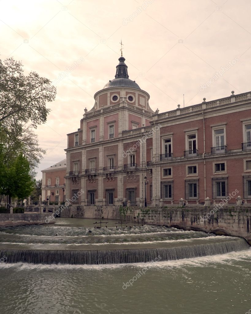 Royal Palace of Aranjuez, was the summer residence of the kings of Spain, is at the riverside pit has numerous windows and a dome  Stock Photo #10539005