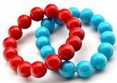 Twee armbanden kleuren — Stockfoto