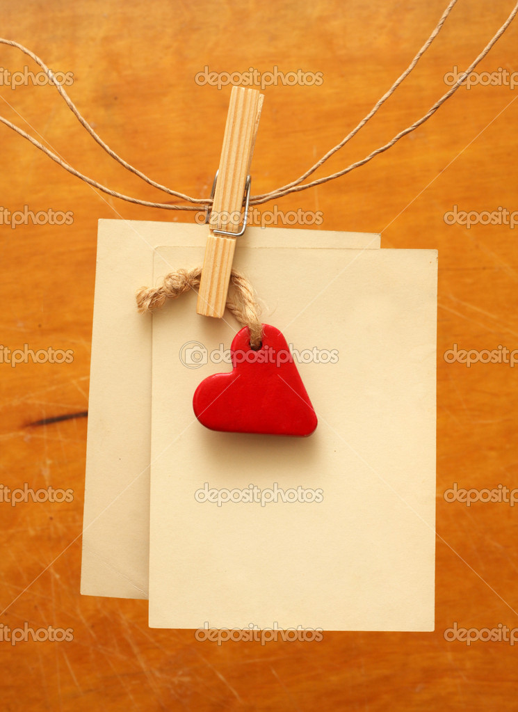 Vintage photos and red heart hanging on the clothesline — Stock Photo #8923753
