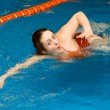 Foto Stock: Girl swim in swimming pool