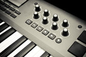 Synthesizer keyboard and controls — Stock Photo