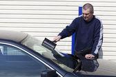 Man washing car windows — Stock Photo