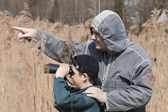 Father and son watching the birds at the lake — Stock Photo