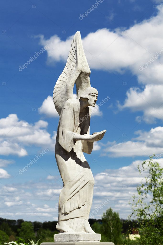 Angel statue on a blue sky background — Stock Photo #10566954