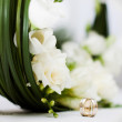 Wedding bouquet and rings — Stock Photo #8827566