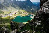 Landschap in de zomer van balea lake, bergen van fagaras, roemenië — Stockfoto