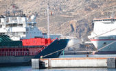 Deux navires dans un port — Photo