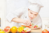 Chef decorating delicious fruit plate — Stock Photo